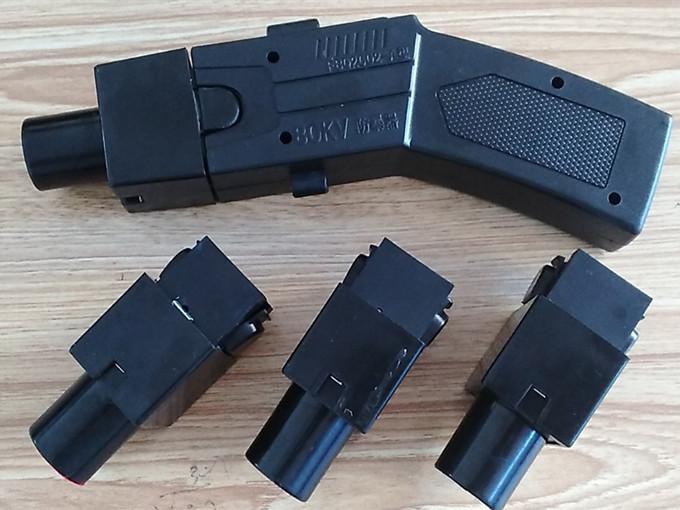002型远程5米电击枪带40米催泪弹