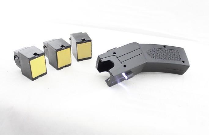 安保器材电击枪是新时代的防暴武器