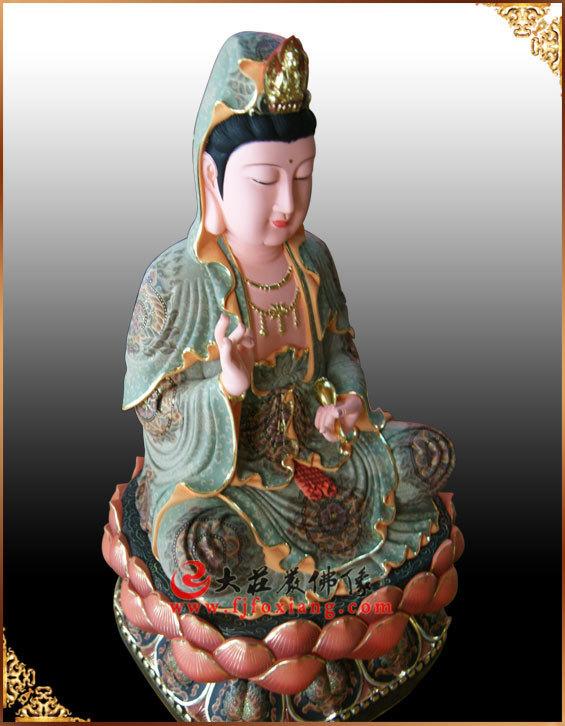 观音菩萨彩绘铜像整体侧面实拍