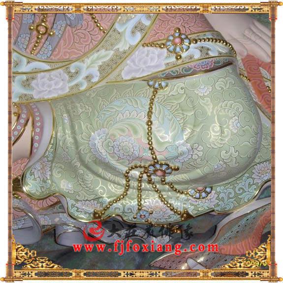 铜像水月观音局部彩绘塑像