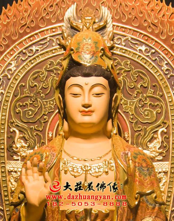 铜雕观音菩萨正面近照彩绘塑像
