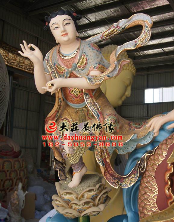 铜雕龙女彩绘描金佛像