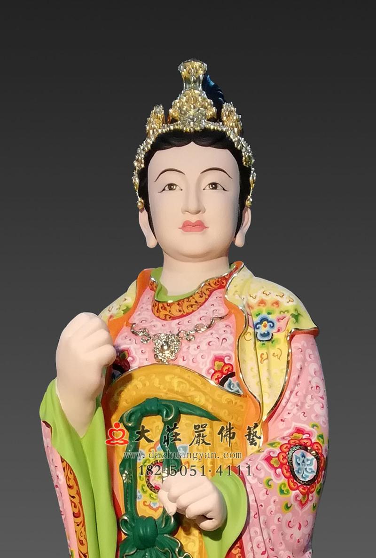 铜像侍女彩绘正面近照
