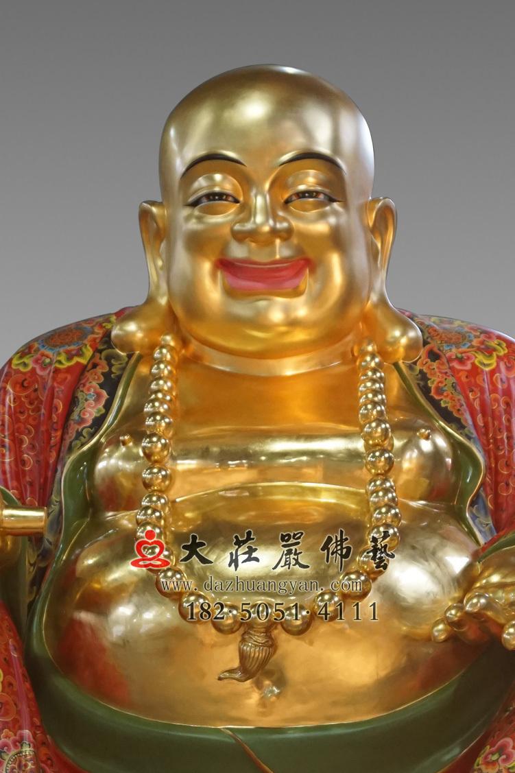 铜像弥勒佛正面近照彩绘贴金佛像