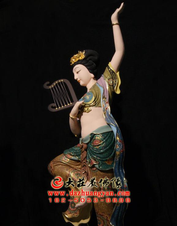 铜像箜篌伎乐天生漆脱胎彩绘神像侧面近照