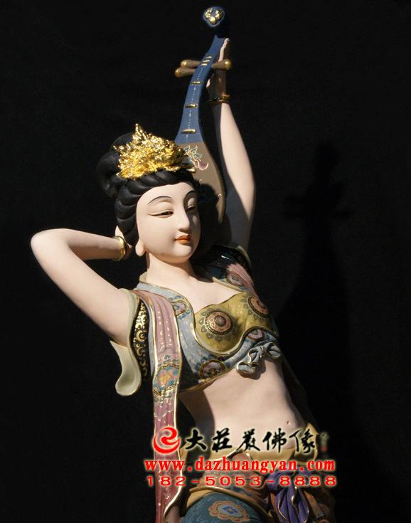 反弹琵琶伎乐天彩绘神像侧面近照