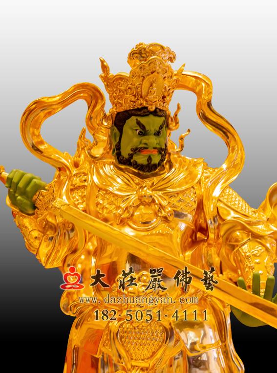 铜雕贴金四大天王之南方增长天王侧面近照