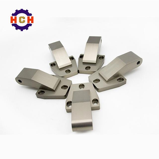在精密零件加工中,压铸模有哪些特点?