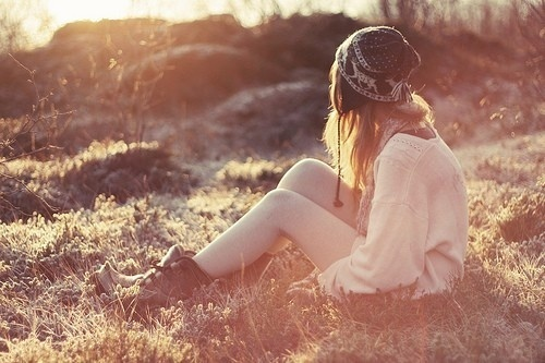 那一日,他旧爱归来,一场毫无疑问的抉择,压垮了她最后的坚持。