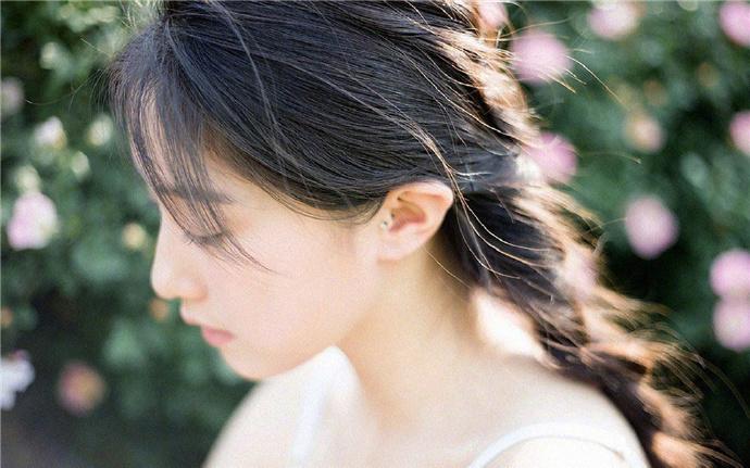 五年前,简语汐被狠心渣男和妹妹下药陷害身败名裂一无所有