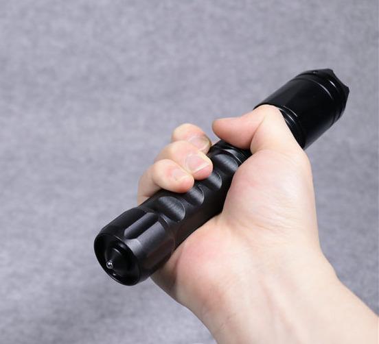 新款黑鹰X4泰瑟高压电棍