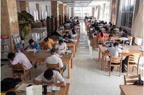 呼和浩特圖書館實木閱覽桌案例展示