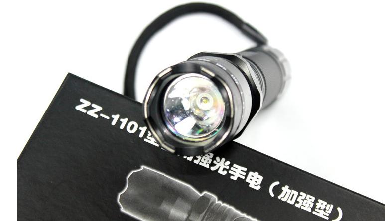 1101型带强光电筒式高压电击器