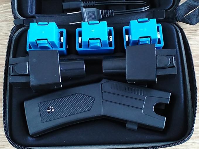002型带催泪远程电击枪
