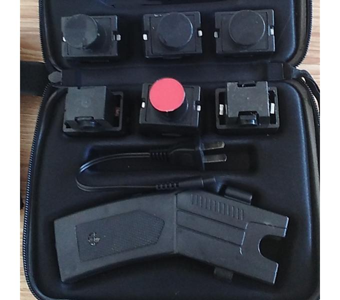 新款多功能002型电击器 橡皮弹和催泪弹功能