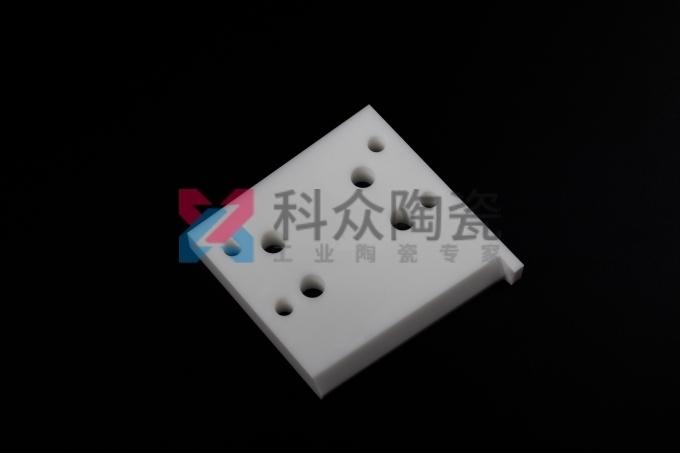 氧化锆陶瓷配件生产加工方法体现不一样结构特点