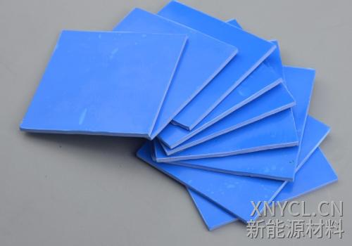 蓝色2mm厚的导热硅胶垫片