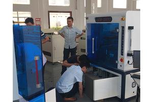 广东秦泰盛全自动贴辅料机生产车间