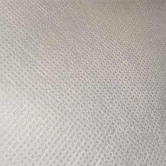生产口罩上用到的热轧无纺布和热风无纺布是一回事吗?