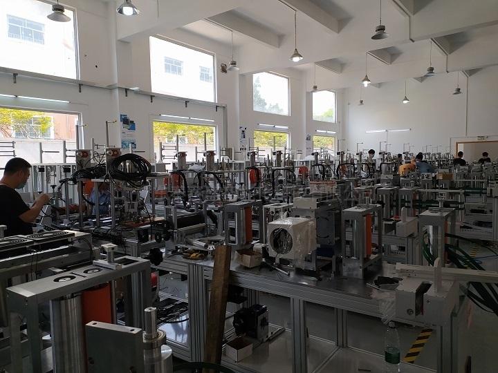 秦泰盛fpc全自动贴背胶机生产环境