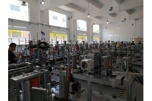fpc全自动贴背胶机生产环境
