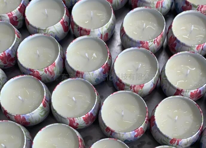 生产制造香薰蜡烛必须什么机器设备?全自动贴标机不可或缺
