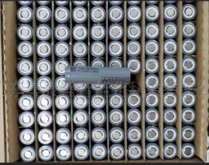 18650锂电池自动贴绝缘片设备