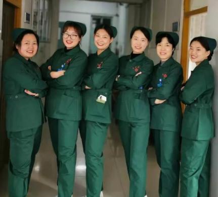 重慶五院更換新款工裝 樹立良好服務形象