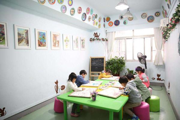 关注孩子对于儿童艺术的兴趣培养。