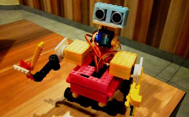 乐高机器人培养孩子的探索能力