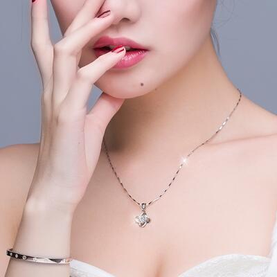 女友礼物:优雅四叶草女士项链