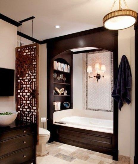 中式的古典总少不了屏风的相伴,浴室也不列外,用木质的屏风,作为隔断的阻隔,在柔和的氛围中,将台盆与座便器相隔,是空间的布局更为的合理,也保证了一定的私密性,更能增加总体的韵味。