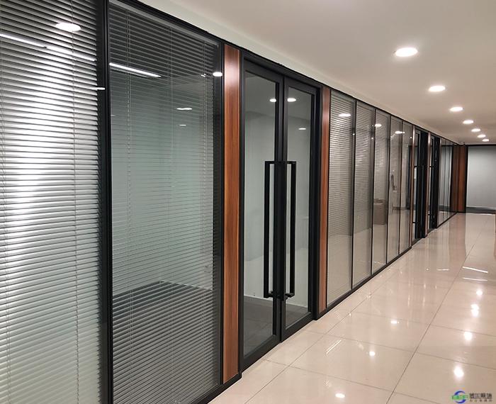 不锈钢玻璃隔断的优点和价格分别是多少