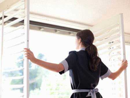 通风减少室内空气污染示意图
