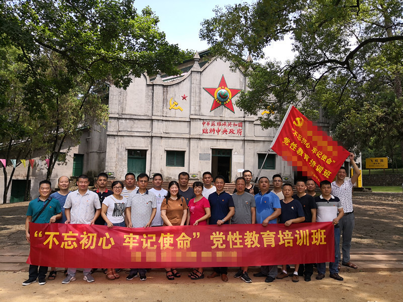瑞金党性教育培训班学员在二苏大旧址开展现场教学