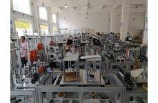 柳叶型kf94口罩机生产环境