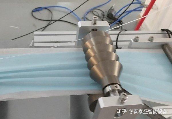 全自动一拖一平面口罩机料架工艺