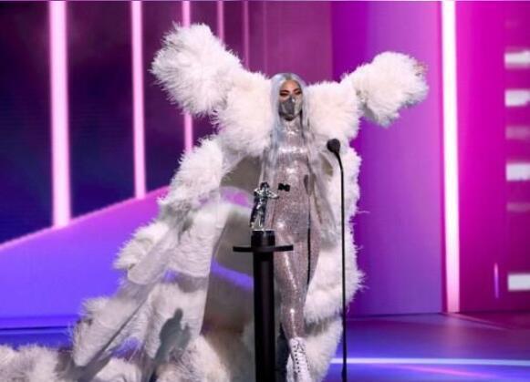 口罩防疫宣传大使!LadyGaGa惊艳亮相VMA颁奖礼