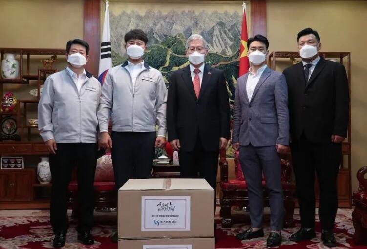 张承刚总领事会见捐赠口罩的光州企业家