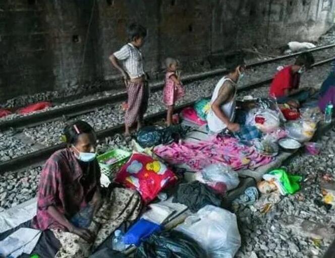 缅甸新冠疫情疫情严重,不少人举家落户天桥底