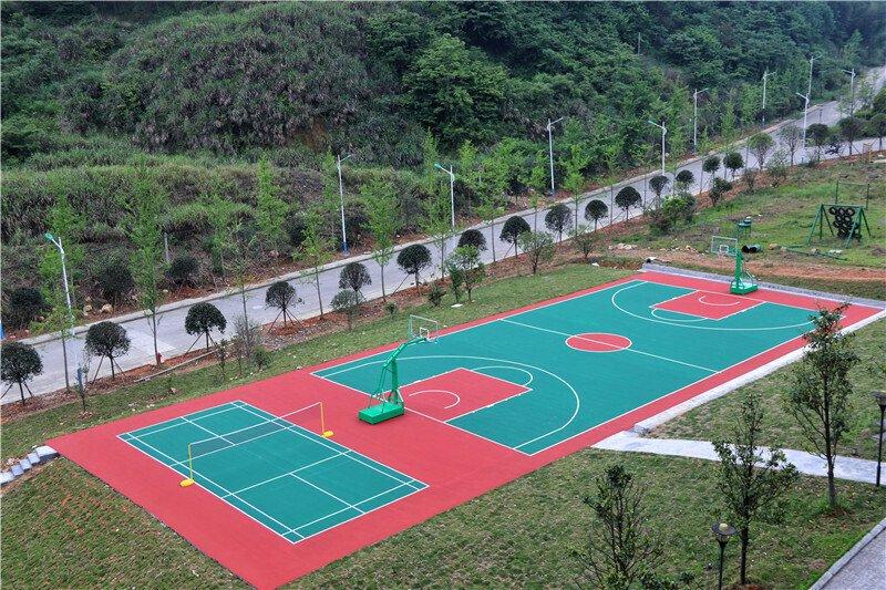 篮球场、羽毛球场