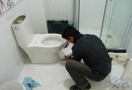 彭水疏通马桶方法?