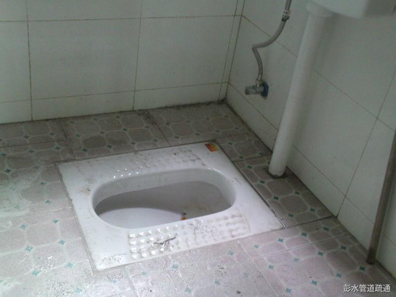 老房子厕所蹲坑造成堵塞的原因及解决方法
