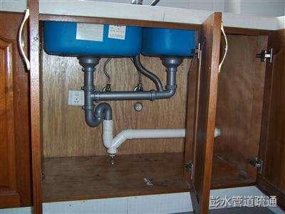 如何清理厨房下水道以及厕所下水管?