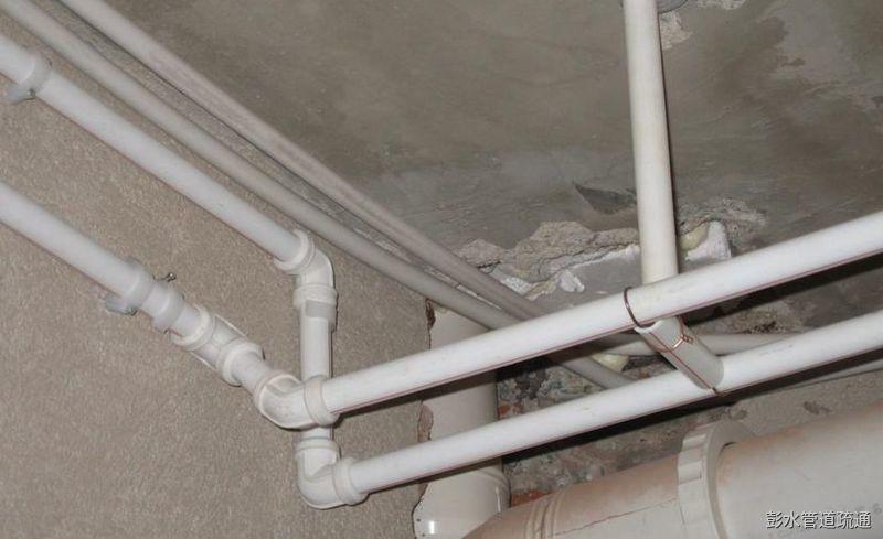 水管安装走顶好还是走地好?