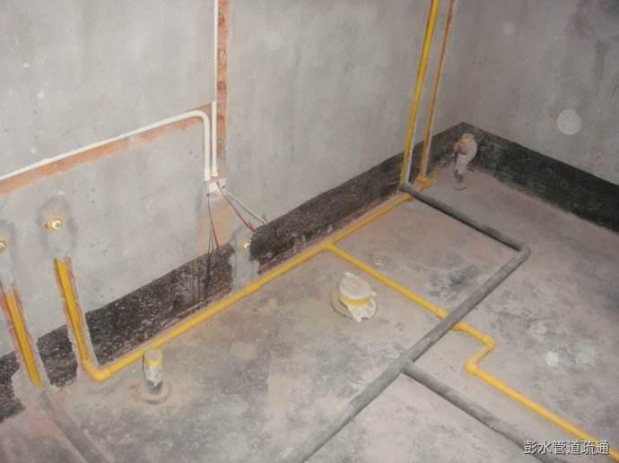 水管安装走顶好还是走地好