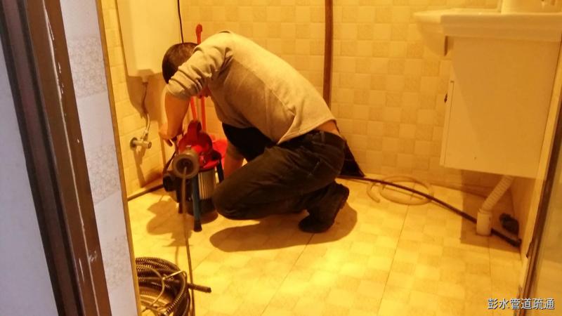 使用高压清洗车如何疏通下水道?