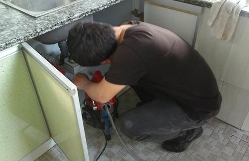 厨房下水道被杂物堵塞怎么办?