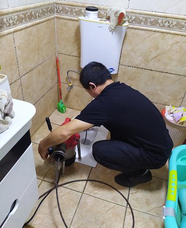 遇到厕所管道堵塞我们应该怎么办呢?
