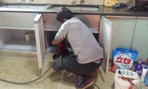 彭水大亚乡厨房下水道疏通现场
